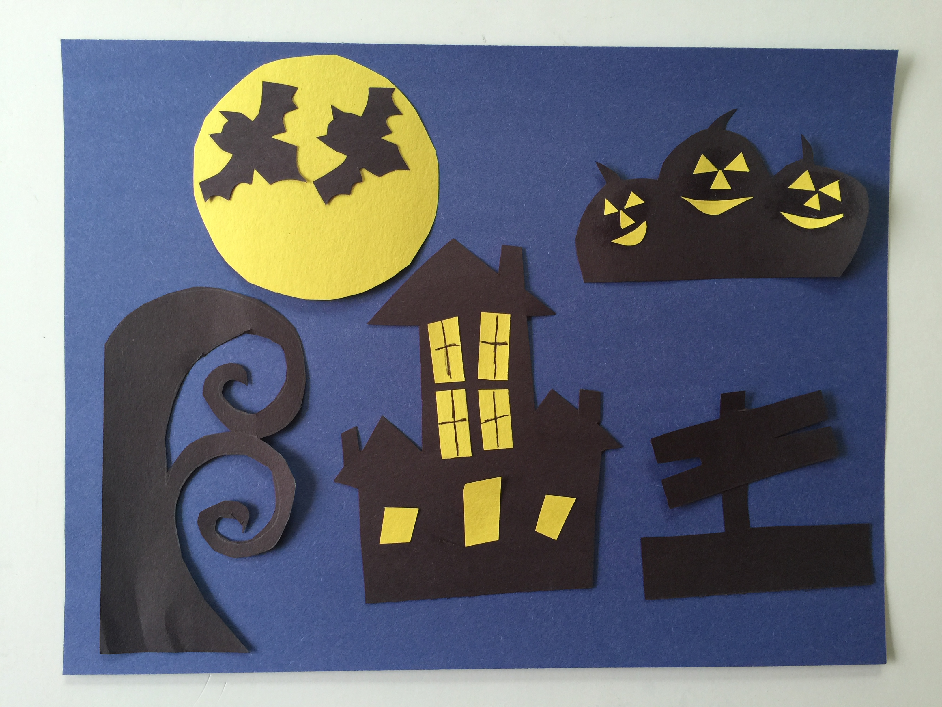 Halloween Paper Craft - The Relaxed Homeschool